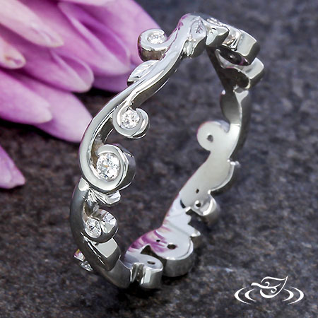 PLATINUM LEAF AND CURL DIAMOND BAND