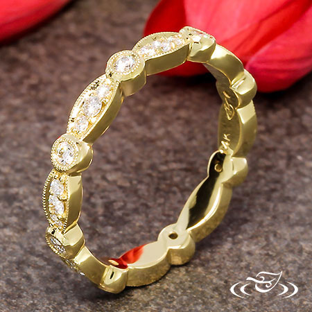 14LT YELLOW GOLD DIAMOND BAND