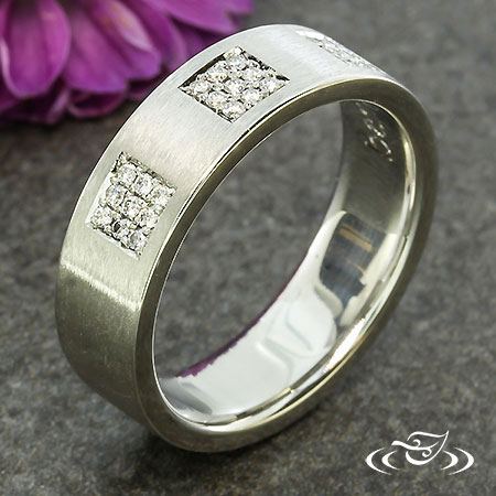 PAVE SQUARE WEDDING BAND