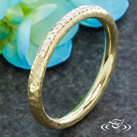 HAMMERED DIAMOND BAND