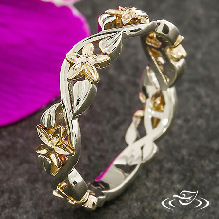 WHITE AND YELLOW GOLD PIERCED FLORAL BAND