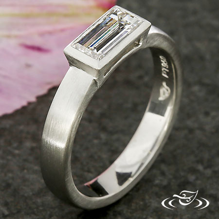 PLAT BEZEL SET BAGUETTE RING