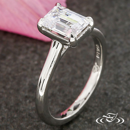 SLEEK PLATINUM SOLITAIRE