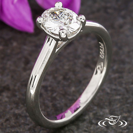 CLASSIC OVAL DIAMOND SOLITAIRE