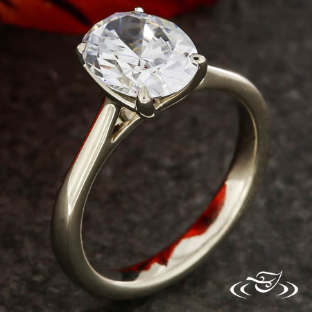CLASSIC OVAL SOLITAIRE