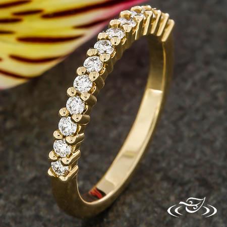 DIAMOND SHARED PRONG WEDDING BAND