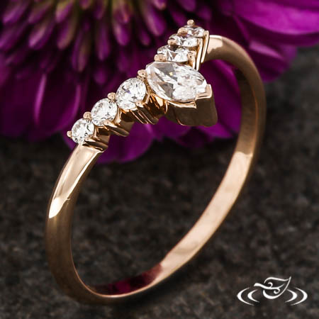 ROSE GOLD CONTOUR DIAMOND BAND