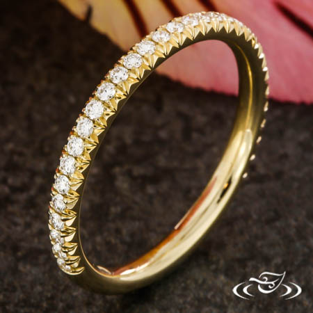 FRENCH CUT FISHTAIL SET DIAMOND BAND