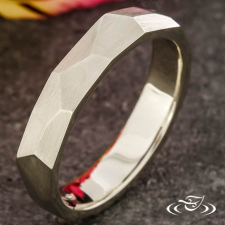 CONTEMPORARY FACETED BAND