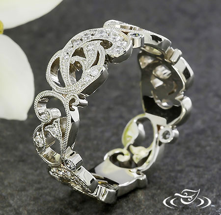 PIERCED LACEY SWIRL DIAMOND BAND