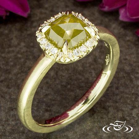 RING HAMMER GREEN GOLD DIAMOND HALO
