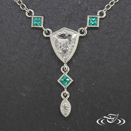 DIAMOND AND EMERALD VINTAGE STYLE PENDANT