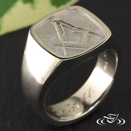 DOUG'S SIGNET RING